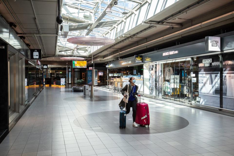 21-04-2020 vliegveld Schiphol Plaza