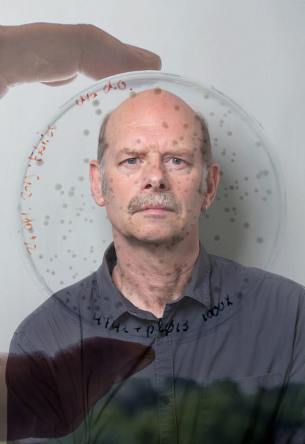 Prof.Dr. John van der Oost. Biochemicus en hoogleraar microbiologie aan de Wageningen Universiteit
