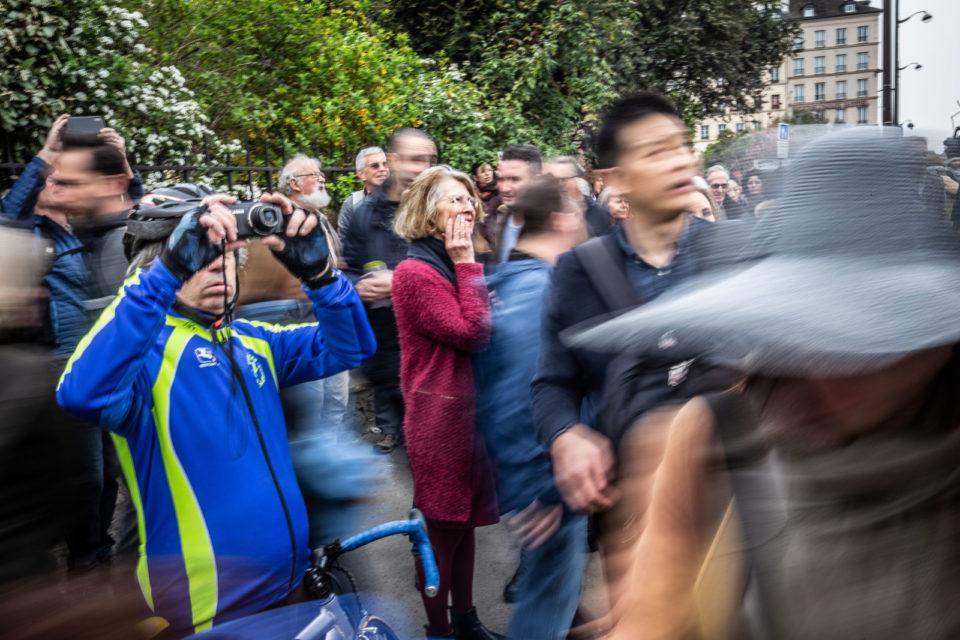 Frankrijk, Parijs, 17-04-2019 Publiek. Toeristen, Notre Dame, de dag na de brand in de Katherdraal die verwoestend was. Foto: Peter Boer