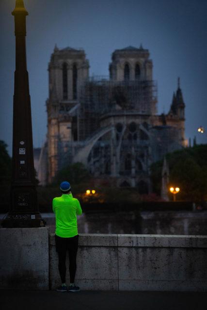 Frankrijk, Parijs, 17-04-2019 Ochtendgloren. Notre Dame, de dag na de verwoestende brand in de kathedraal.  Foto: Peter Boer