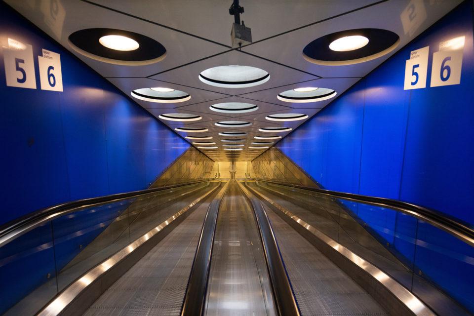 Nederland, Schiphol, 17-03-2020 NS station