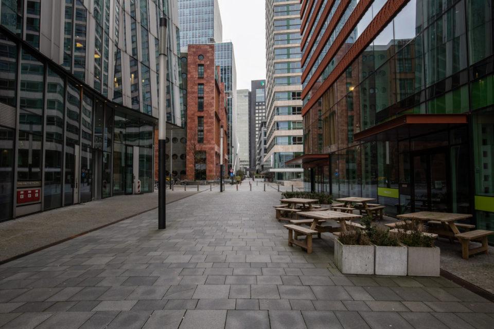 Nederland, Amsterdam, 19-03-2020 Claude Debussylaan, de Zuidas in het financieel centrum van Amsterdam